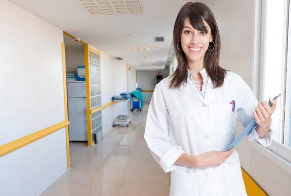 Header Mitarbeitern die Pflegedoku nahebringen